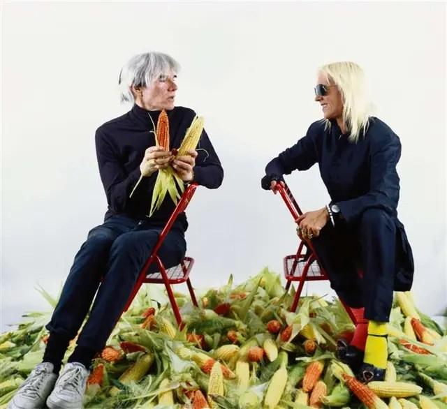 Uno de los registros de la performance de Marta Minujín y Andy Warhol en 1985