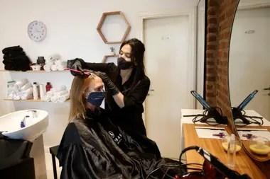 Los peluqueros utilizaban tapabocas, pero de todas formas se les ofreció realizar el test y se les pidió que estén atentos a los posibles síntomas
