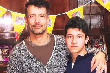 Padre e hijo, juntos, en el festejo de cumpleaños número 16 de Wolfgang, una semana antes del robo