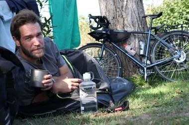 El documentalista británico James Levelle viaja desde Londres hasta Santiago de Chile libre de emisiones de carbono
