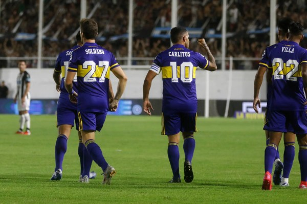 Boca se lució, goleó 4 a 0, malogró dos penales y no le pierde pisada a River