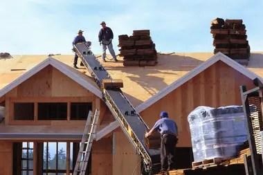 Si bien hay casas en madera que pueden montarse en dos días, otras se levantan en grandes superficies y con diseño innovador.