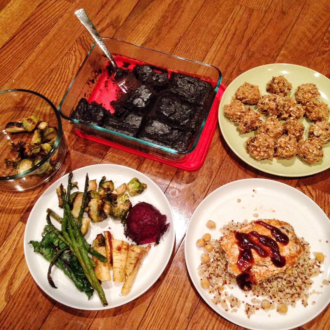 Bbq salmon over quinoa, asparagus, parsnips and brussels, roasted beet, brownies and protein balls with #allthetoppings. What are you having, Hubs? @schlicpic #eatyourveggies #longrunfuel #homecook #bgbcommunity #bgbinstachallenge #eeeats #bloghealthy #foodie #blogger #healthyliving #eeeeeats #eatclean #instayum #instagood #foodisfuel #healthyeats #fitfoodie