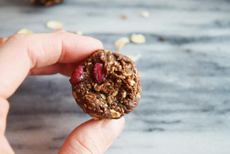 Chocolate Pomegranate Energy Bites | These Chocolate Pomegranate Healthy No-Bake Energy Balls are the perfect high-fiber on-the-go snack, naturally sweetened with dates. Not only are they full of antioxidants, but they are gluten-free and can be made vegan.