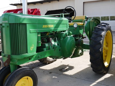 Antique Side Shot of John Deere 60
