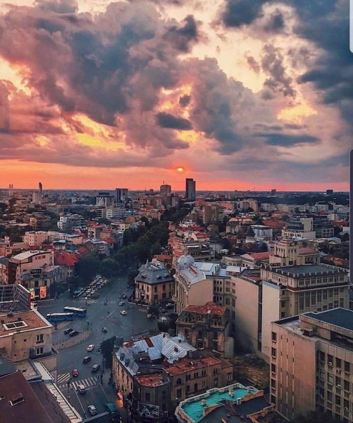 Piața Romană | Foto: Bogdan Buzuleac, @bogdan.buzuleac
