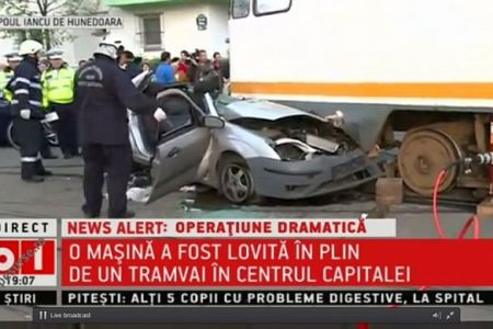 Accident GRAV in zona depoului Iancu de Hunedoara! O masina a intrat sub tramvai!