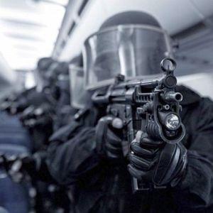 Luptatori din TRUPELE SPECIALE asigura PROTECTIA bucurestenilor! Se plimba INARMATI pe strazi si la metrou!