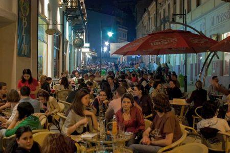 Dupa ce a interzis evenimentele pe strazi, Firea pune ochii pe terasele din centrul vechi!