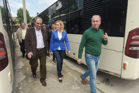 Licitatia pentru cumpararea celor 400 de autobuze a fost suspendata din nou! Ce explicatie are, de data aceasta, Gabriela Firea?