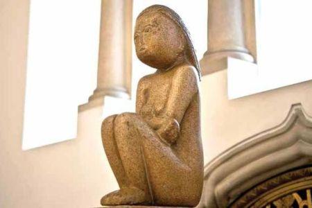 """Bucurestenii pot admira astazi sculptura """"Cumintenia Pamantului"""" de Brancusi, la Muzeul BNR!"""