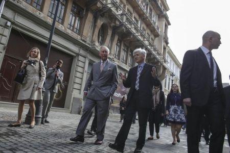 Printul Charles al Marii Britanii a iesit la plimbare prin Centrul Vechi!