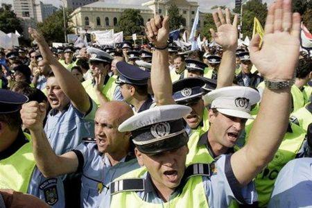 Politisti din toata Romania vin sa protesteze in fata sediul PSD din Bucuresti!