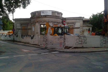 Primaria Capitalei a autorizat constructia unui bloc cu 5 etaje in zona protejata Piata Amzei!