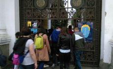 Cozi la toate muzeele din Bucuresti! Zeci de mii de bucuresteni au vizitat cimitirul Bellu azi-noapte!