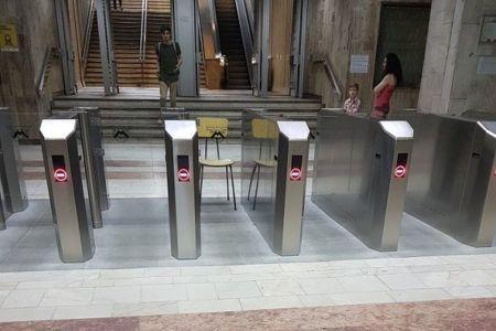 O saptamana au rezistat noile sisteme de acces la metrou!