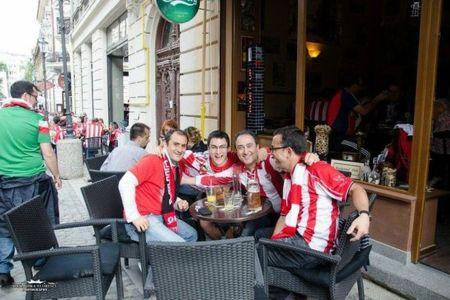 Cum incearca bisnitarii din Bucuresti sa-i pacaleasca pe suporterii lui Bilbao cu biletele la meciul cu Dinamo!