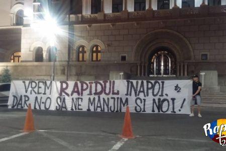 """Protest in fata primariei Sectorului 1: """"FIRE-Ati ai dreacu!"""" si """"Nu suntem unealta de partid!"""""""