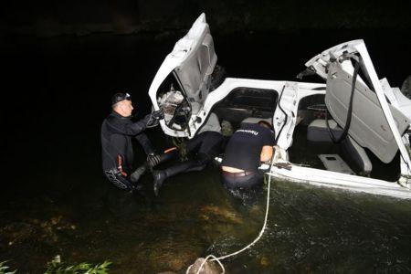 FOTO Accident cu 3 morti si 6 raniti: Au sarit cu masina in Dambovita!