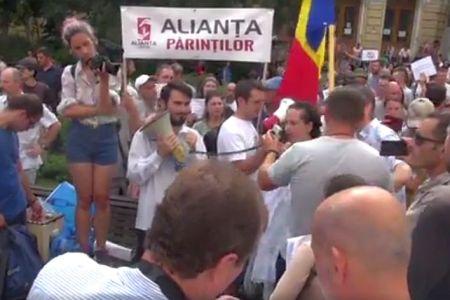 """Protest impotriva vaccinarii obligatorii, la Bucuresti! """"Guvernul face jocurile marilor companii farmaceutice transnationale!"""""""