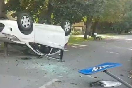 Accident grav pe Kiseleff! O masina s-a rasturnat pe trotuar!
