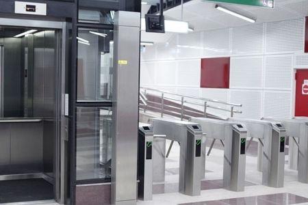Metrorex anunta ca a incheiat oficial schimbarea turnichetilor in statiile de metrou