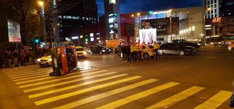 Accident grav in Bucuresti: O masina s-a rasturnat pe trecerea de pietoni!
