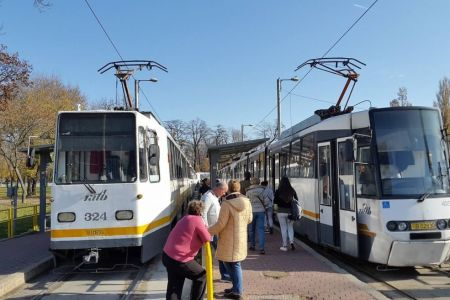Pieton lovit de tramvai pe linia 41. A traversat pe rosu