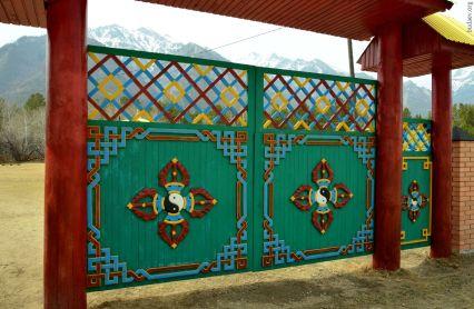 Ворота Баргузинского дацана