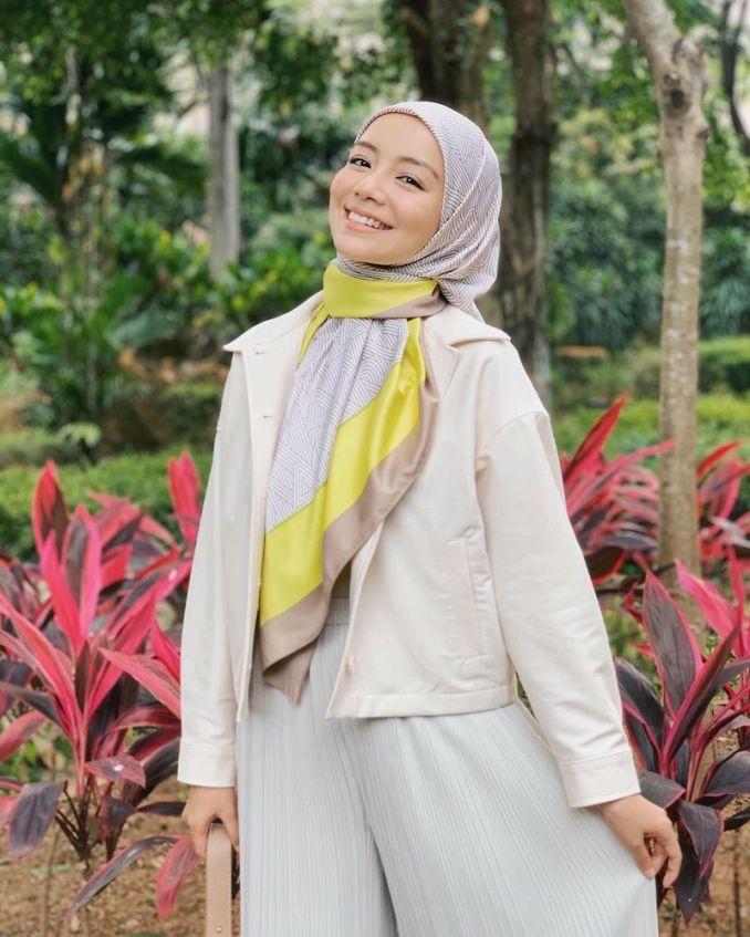 Netizen Terkejut Bila Lihat Puan Amira Mencium 'Sesuatu' Sebelum Makan