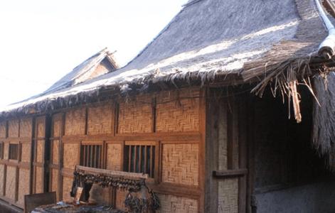macam macam rumah adat Nusa Tenggara Barat