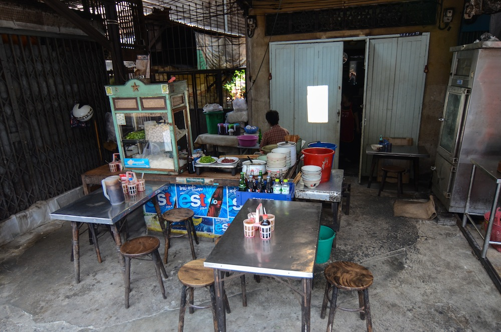 bangkok-food-talat-railway-thailand-buddha-drinks-fanta-2982