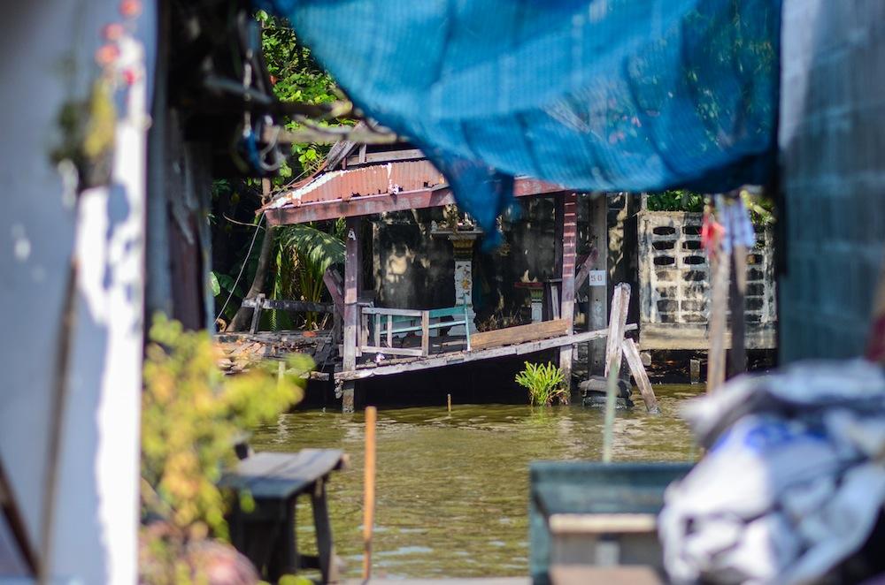 bangkok-houses-river-thailand-buddha-drinks-fanta-2922