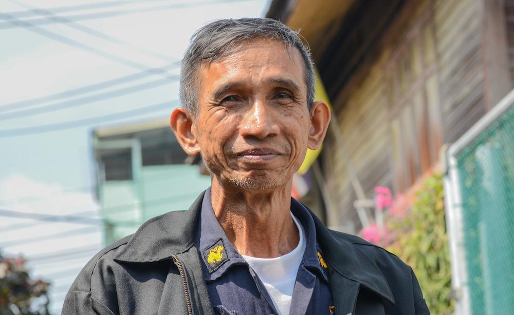 bangkok-talat-phlu-thailand-railways-buddha-drinks-fanta-2905