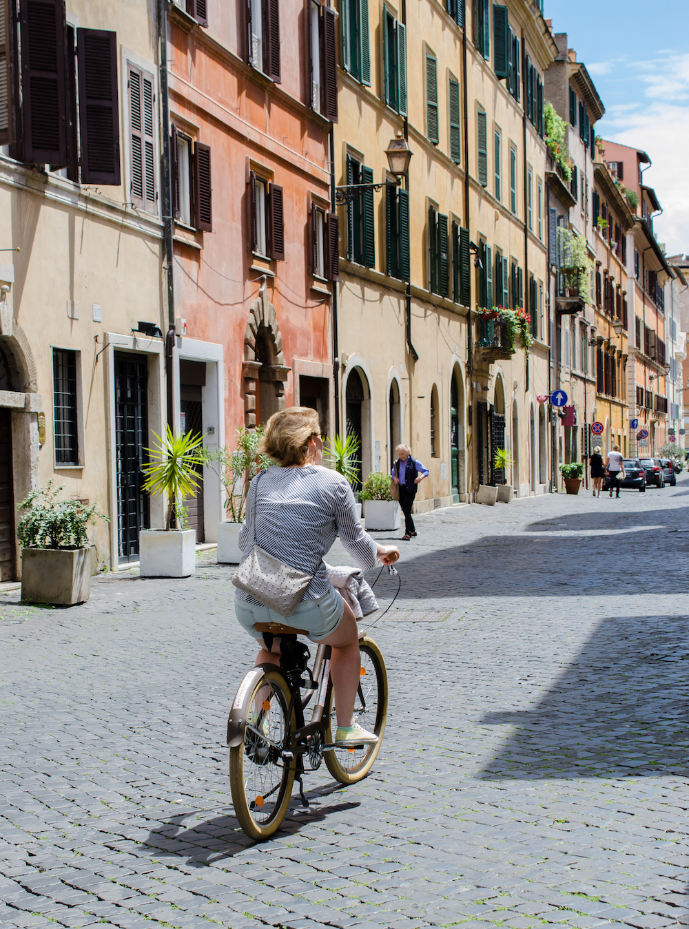 bicycle near piazza navona in Rome Italy, photo by Jenny Adams-0955