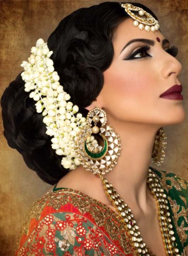 Gajra 10 Indian things that Instantly make a Girl more Attractive