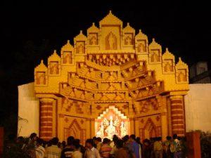 761729_Maa-Durga-Pandal-at-Bosepukur_620
