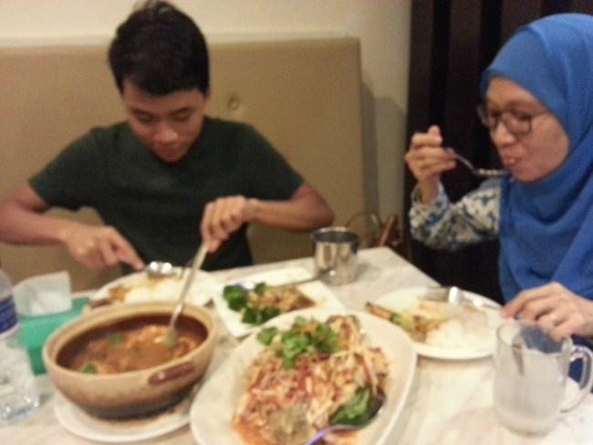 SHAM AND ZULHILMI ENJOYING DINNER