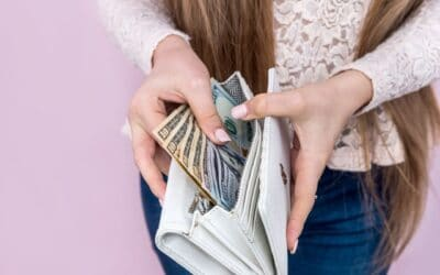 7 Habits of Women Who Always Have Money