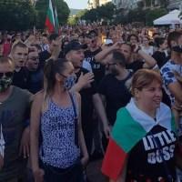 Хиляди варненци със знамена на протест