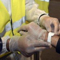 Вече поставят гривни с баркод на заразените с коронавирус