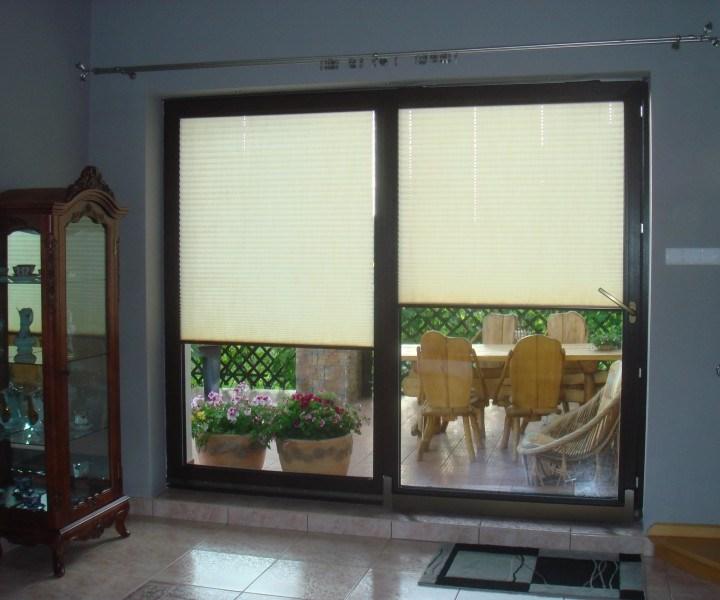 Kontrola nasłonecznienia wnętrza domu.