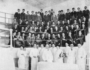 Benedetto Schiassi con i suoi allievi al termine dell'anno accademico 1924-1925 (prop. Società Medica Chirurgica di Bologna).