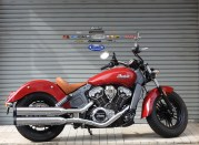 INDIAN SCOUT ガレージ前にて