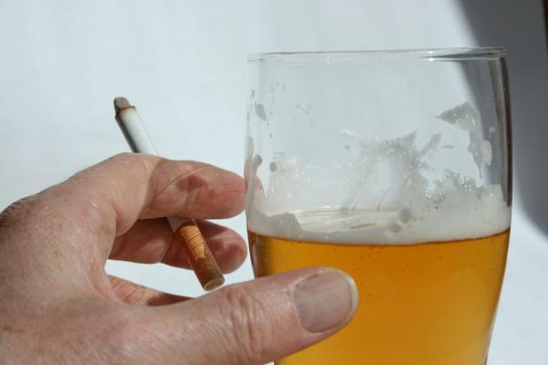 cigarrillo y alcohol