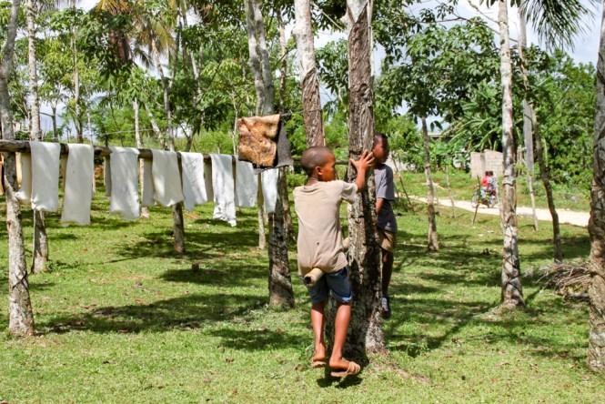 Caoutchouc enfants visiter las terrenas republique dominicaine