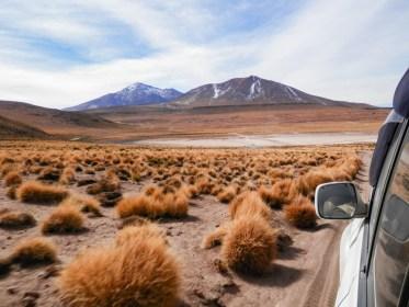 piste de terre VISITER LE SALAR D'UYUNI EN BOLIVIE