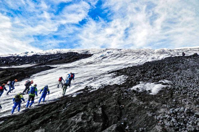 Pucon-au-Chili-volcan-Villarrica-montee