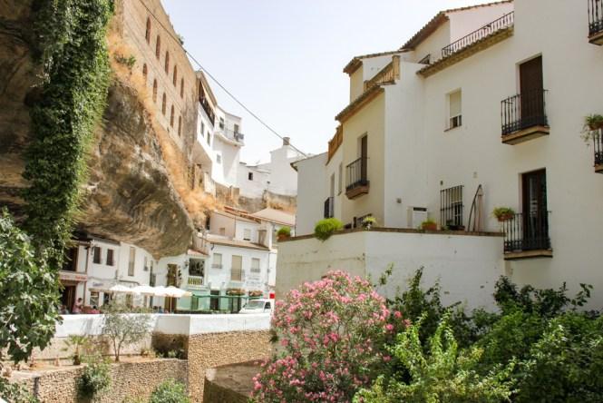 maisons dans la roche Setenil de las Bodegas andalousie