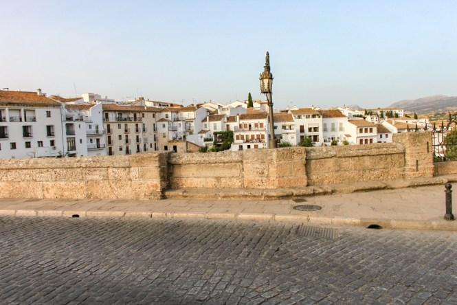 sur le Puente Nuevo visiter Ronda en andalousie